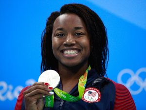 simone-manuel-swimming